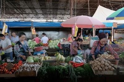 Markthalle für Obst und Gemüse auf dem Osch-Basar