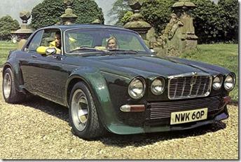 Jaguar XJC Chapeau Melon et Bottes de Cuir
