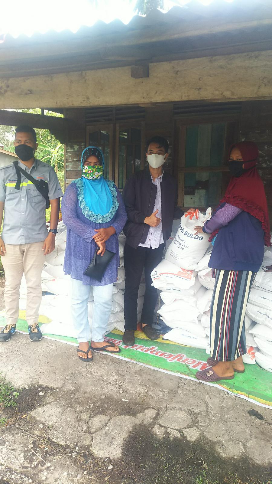 Kerjasama Kemensos dan BGR Logistics, 14 Ton Beras Tersalurkan di Tiga Desa Ujung Bengkalis