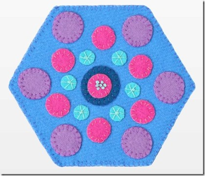 pq11595-circles-hexagon-wool-mug-rug-flat-web