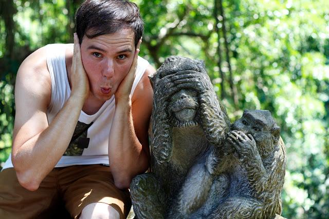 Los tres monos sabios en el Monkey Forest