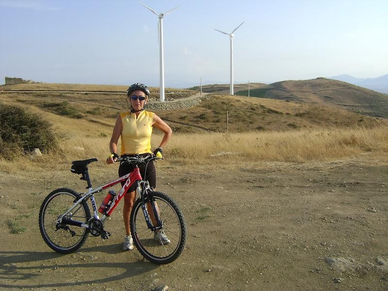 In vetta con la bicy e il vento caldo di ariosa