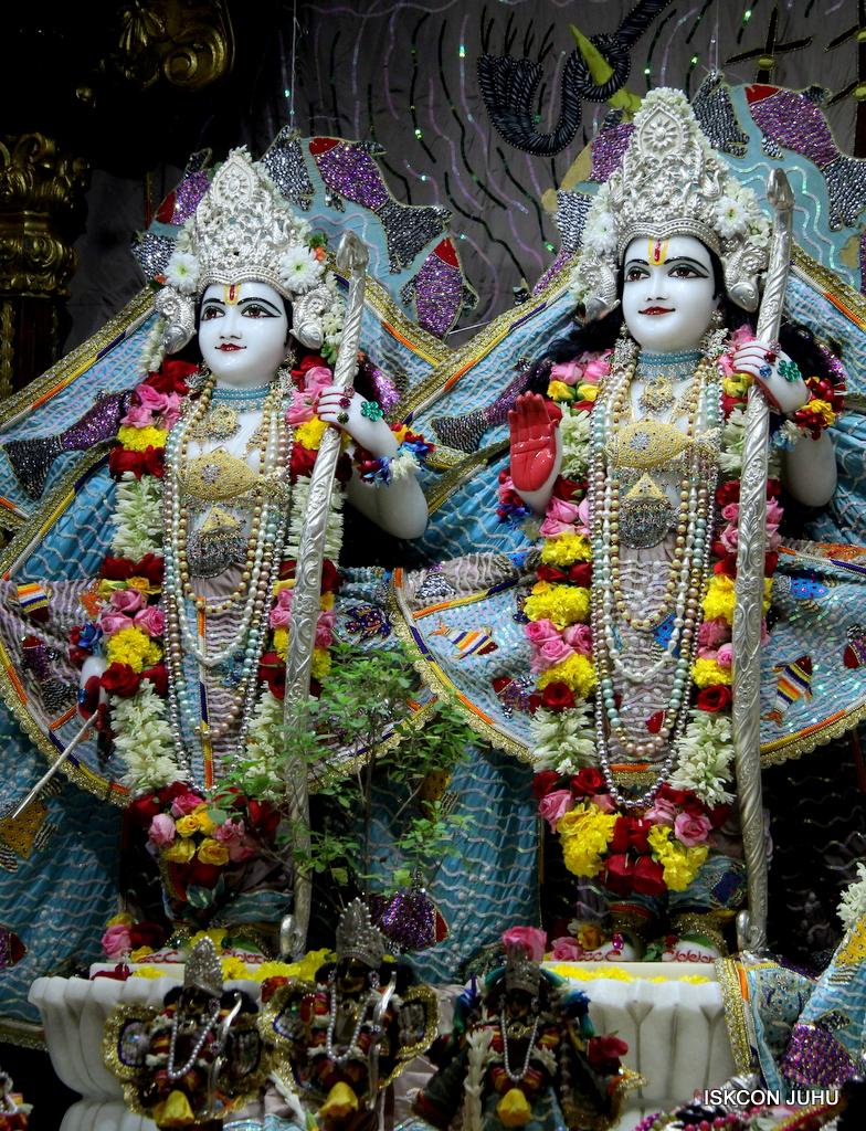 ISKCON Juhu Sringar Deity Darshan on 19th Oct 2016 (47)