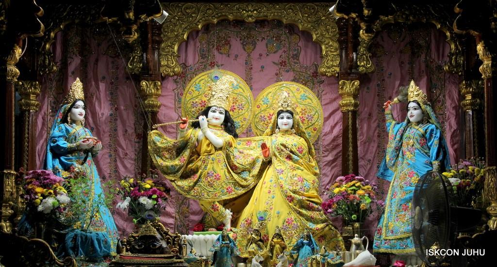 ISKCON Juhu Mangla Deity Darshan 22  Nov 2016 (21)