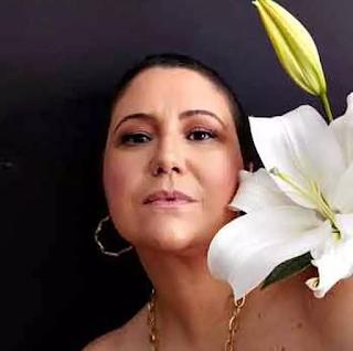 Maria Rita faz live-show  e tributo a Nelson Sargento