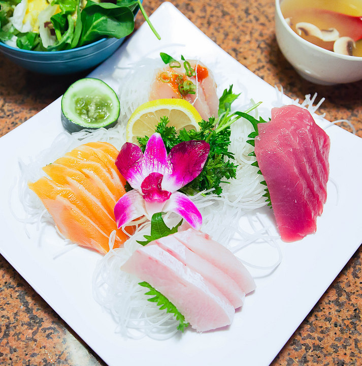 overhead photo of a plate of sushi served at Gami Sushi