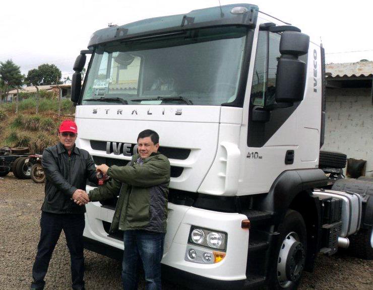 Mais um Iveco Stralis no transporte de grãos DSC01705