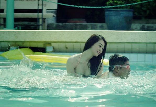 Khanh My dien bikini boc lua tap boi cho Duc Thinh 2