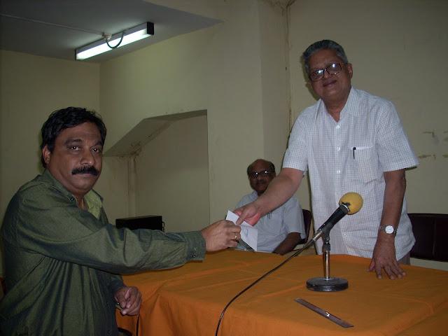8. T Seshnarayan EC member FMC giving away a prize to A Subba Raju President APSBA