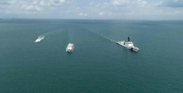 KN. Pulau Dana-323 Bakamla RI Passing Exercise Bersama USCGC Munro-755