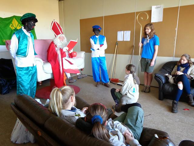 Sinterklaas op de scouts - 1 december 2013 - DSC00167.JPG