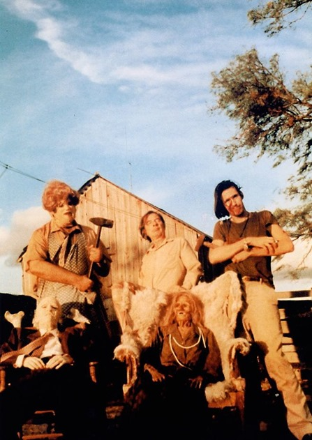 unearthed-texas-chainsaw-massacre-images-show-cast-having-a-killer-time-on-set-997412