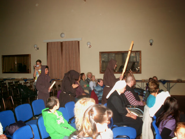 17.11.2013 Divadelní ztvárnění života SV. FRANTIŠKA Z ASSISI - PICT0072.JPG