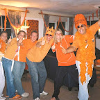Oranjefeest bij Iris 19-06-2004 (11).JPG