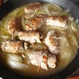 Roladki z kurczaka w sosie cebulowo-winnym
