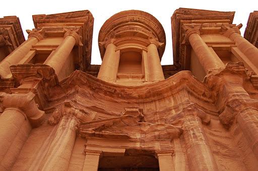 Иордания. Древний город Petra (Петра). У подножья