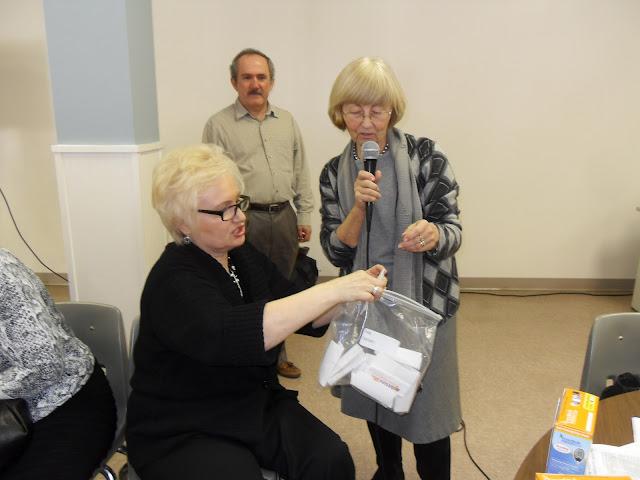 Spotkanie medyczne z Dr. Elizabeth Mikrut przy kawie i pączkach. Zdjęcia B. Kołodyński - SDC13637.JPG