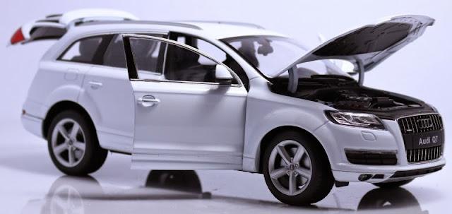 Mô hình Audi Q7 tỷ lệ 1/18 mở được cánh cửa, cốp và nắp capo