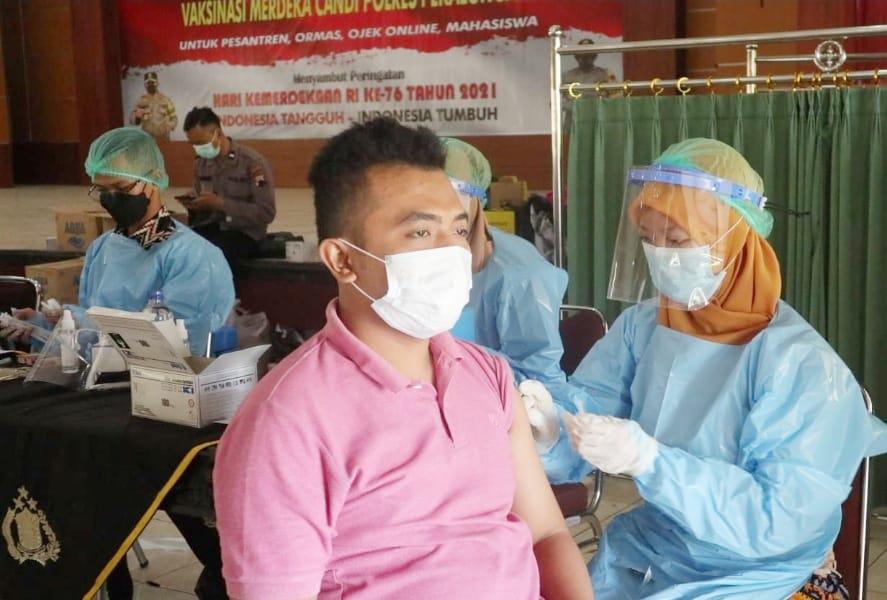 Masyarakat Antusias Ikuti Vaksinasi Merdeka Candi Yang Digelar Polres Pekalongan