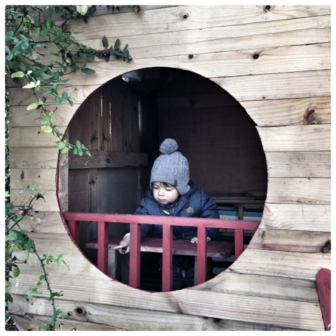 www.1001pallets.com/2016/11/round-window-kids-pallet-playhouse
