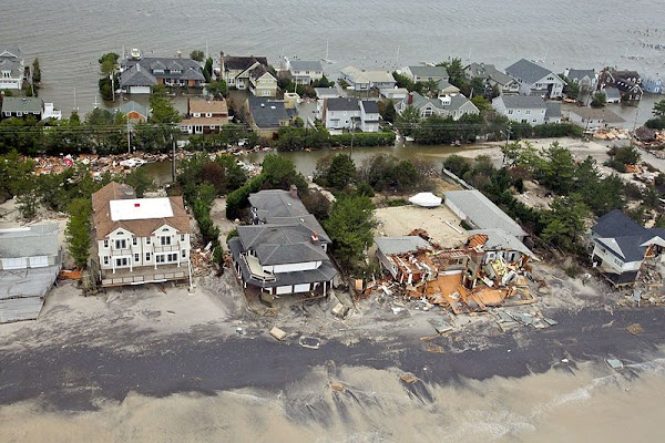 800px-121030-F-AL508-081c_Aerial_views_during_an_Army_search_and_rescue_mission_show_damage_from_Hurricane_Sandy_to_the_New_Jersey_coast,_Oct._30,_2012.jpg