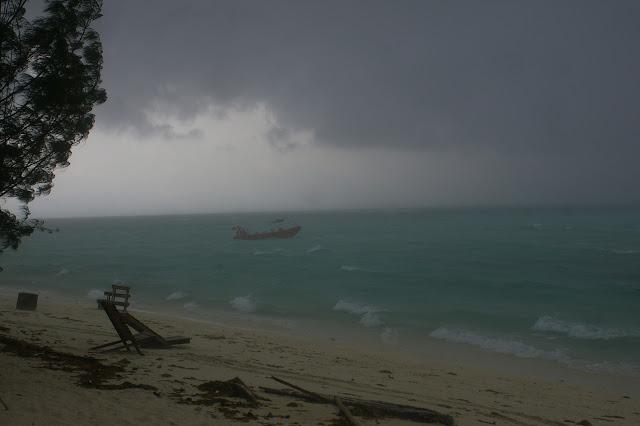 Pulau Mantanani par mauvais temps. Sabah, 27 juillet 2011. Photo : J.-M. Gayman