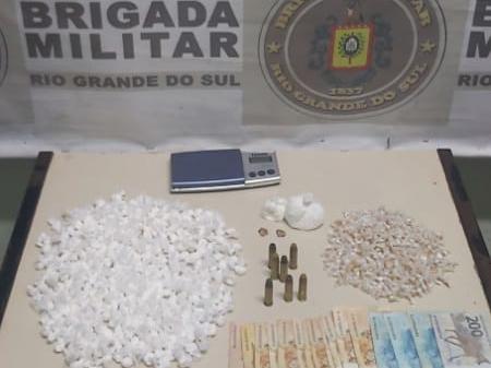 Trio é preso com quase 600 porções de drogas em Cachoeirinha