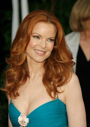 Mujeres con cabello rubio dorado