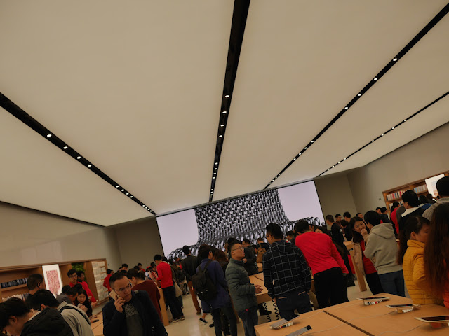 long overhead lights at the SM Lifestyle Center Apple Store in Xiamen, China