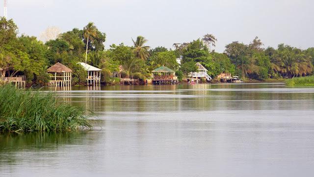 Ada Foah à l'embouchure de la Volta (Ghana), 29 décembre 2013. Photo : J.-F. Christensen