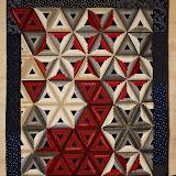 TRIANGLES EN FUITE 180 x 250 cm - piécé et quilté machine par Brigitte Le Guerroué , ces triangles ont une histoire qui a commencé avec CIEL ETOILE ...