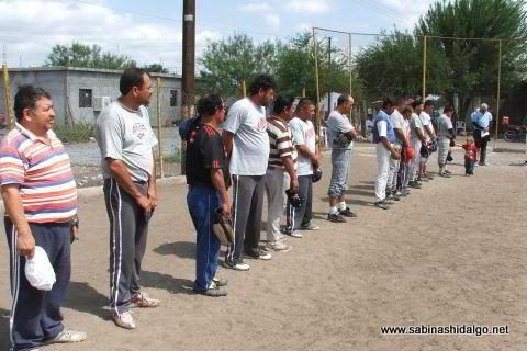 Minuto de silencio en el softbol del Club Sertoma