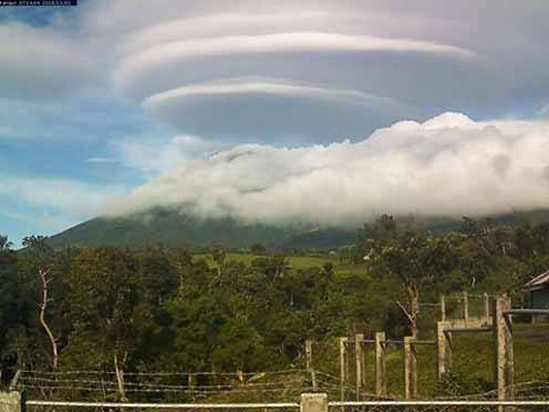 Image of Mt. Kanlaon Showcases a Very Rare Cloud Formation