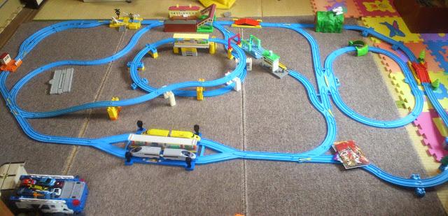 Sản phẩm Nhà ga tránh tầu Auto Transfer Doctor Yellow Type923 Set an toàn bền đẹp