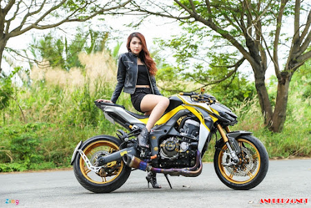 Ngắm gái đẹp bên quáy xế Kawasaki Z1000