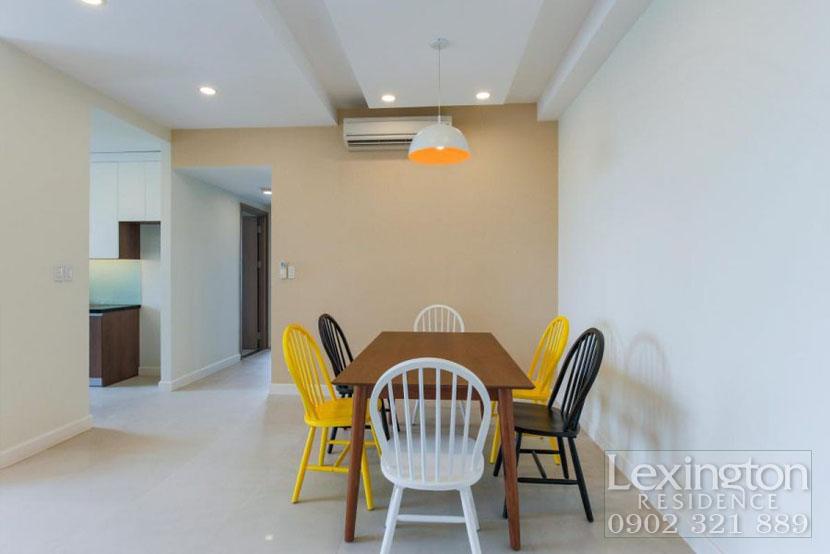 bộ bàn ăn chung gần bếp tại căn hộ 3PN cho thuê