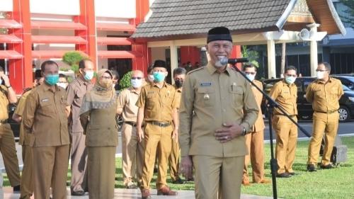 Perdana Pimpin Apel ASN Kantor Gubernur, Gubernur Sumbar Buya Mahyeldi Ingatkan Perintah Allah.