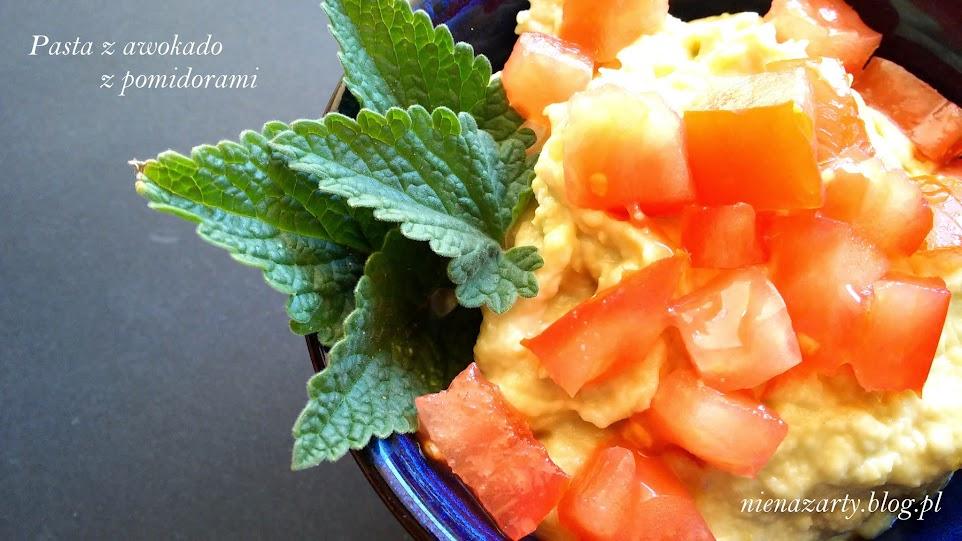 pasta z awokado z pomidorami