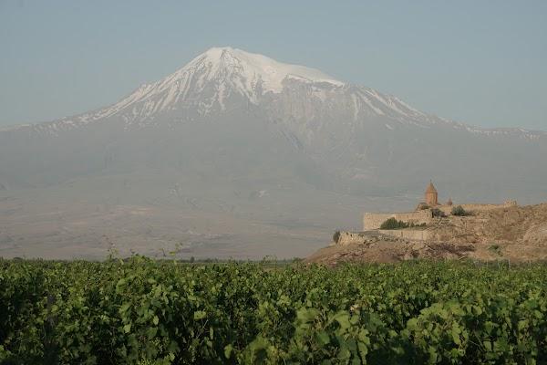 Kloster Khor Virap mit dem Berg Ararat im Hintergrund