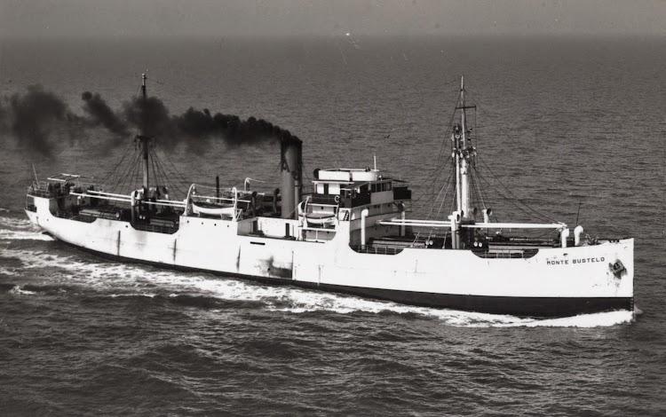 El MONTE BUSTELO pintado de blanco, cuando hacian servicios de linea maritima. Colección Manuel Mohedano Torres. Nuestro agradecimiento.jpg