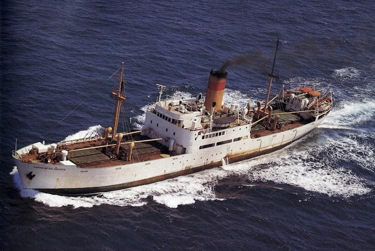7- Estupenda foto en color del CIUDAD DE SALAMANCA navegando. Ya al final de su vida operativa. Del libro Todo Avante.jpg