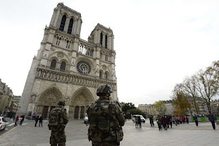 Des bonbonnes de gaz trouvées dans une voiture près de Notre-Dame : deux gardes à vue