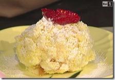 Torta mimosa allo yogurt con albicocche e lamponi