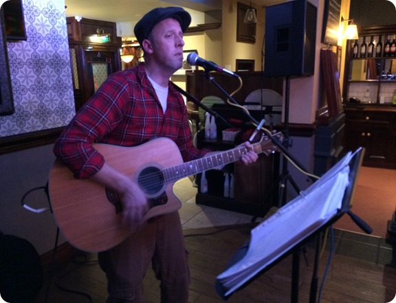 Neil Smith performs at The Woodside (1)
