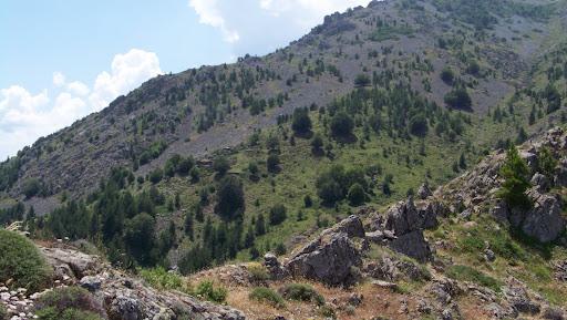 Versant Est du vallon de Castiglione avec les bergeries de Stazzo