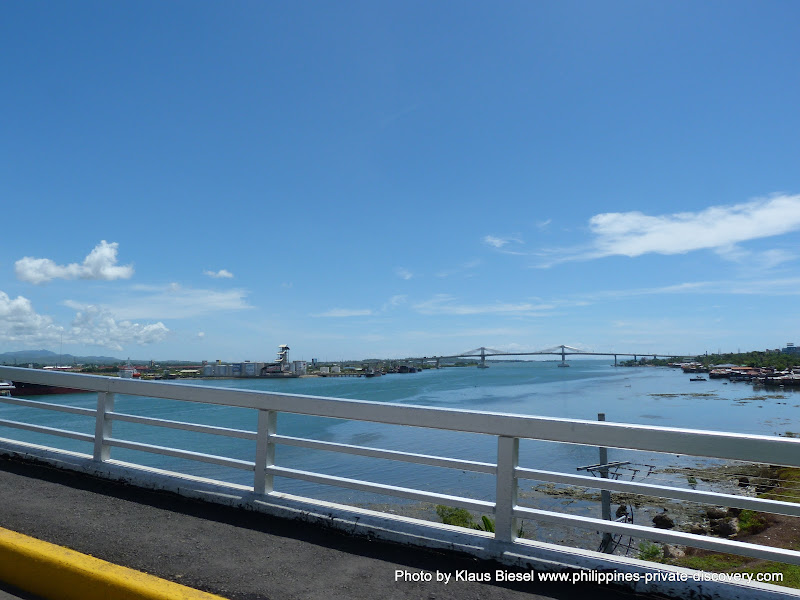 Photo by naruwan and not by Klaus Biesel. Pont entre Cebu et Mactan
