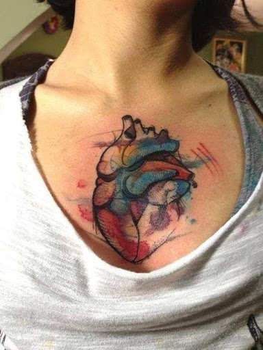 Aquarela coracao desenhos de tatuagens no peito para homens e mulheres