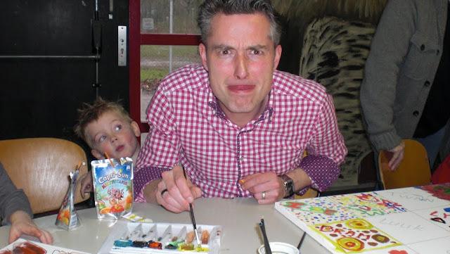 2011-02-27 Klussen voor de kinderoptocht - CIMG1677.JPG