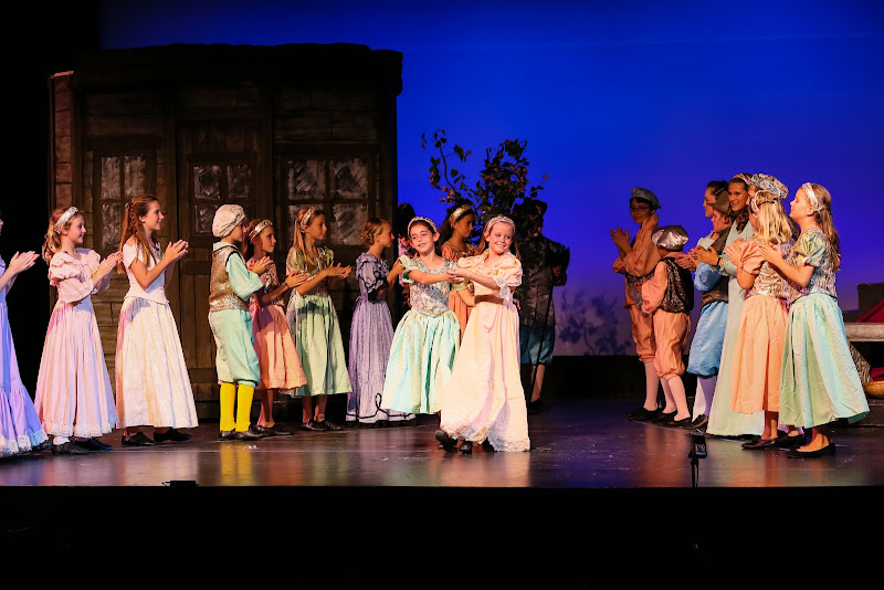 2014Snow White - 26-2014%2BShowstoppers%2BSnow%2BWhite-5785.jpg