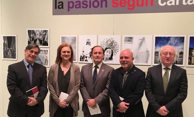 Cultura organiza una exposición en la que 16 fotógrafos muestran 'La Pasión según Cartagena'